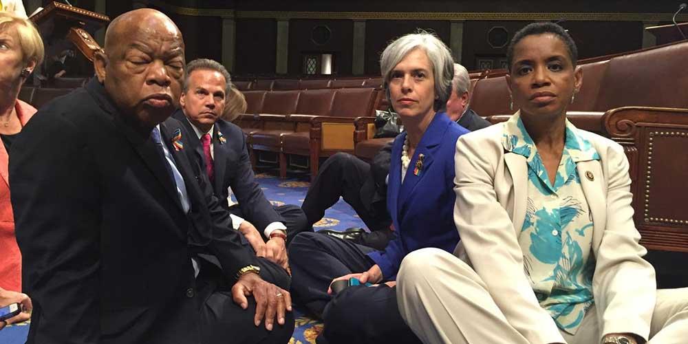 Photo of ABD Kongresi'ndeki oturma eylemi sürüyor