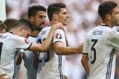 Almanya Slovakya'yı 3 golle devirdi