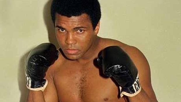 Photo of Muhammed Ali yaşamını yitirdi