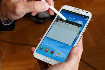 Galaxy Note 2 uçakta alev aldı!