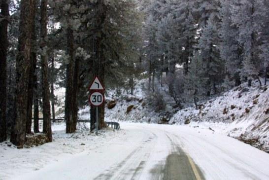 Trodos'ta yollar kar nedeniyle kapalı
