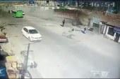 Çin'de freni boşalan kamyon evlerin içine daldı