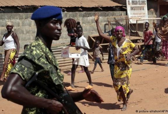 Afrika birlikleri Gambiya sınırında