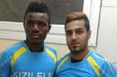 Nijeryalı futbolcu, Manisa'da ayakkabıcı oldu