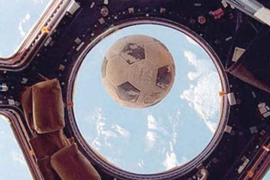 Ölen astronotun futbol topu, 30 yıl sonra Uzay İstasyonu'nun camına çarptı