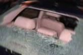 Park edilmiş aracın camını kırdılar