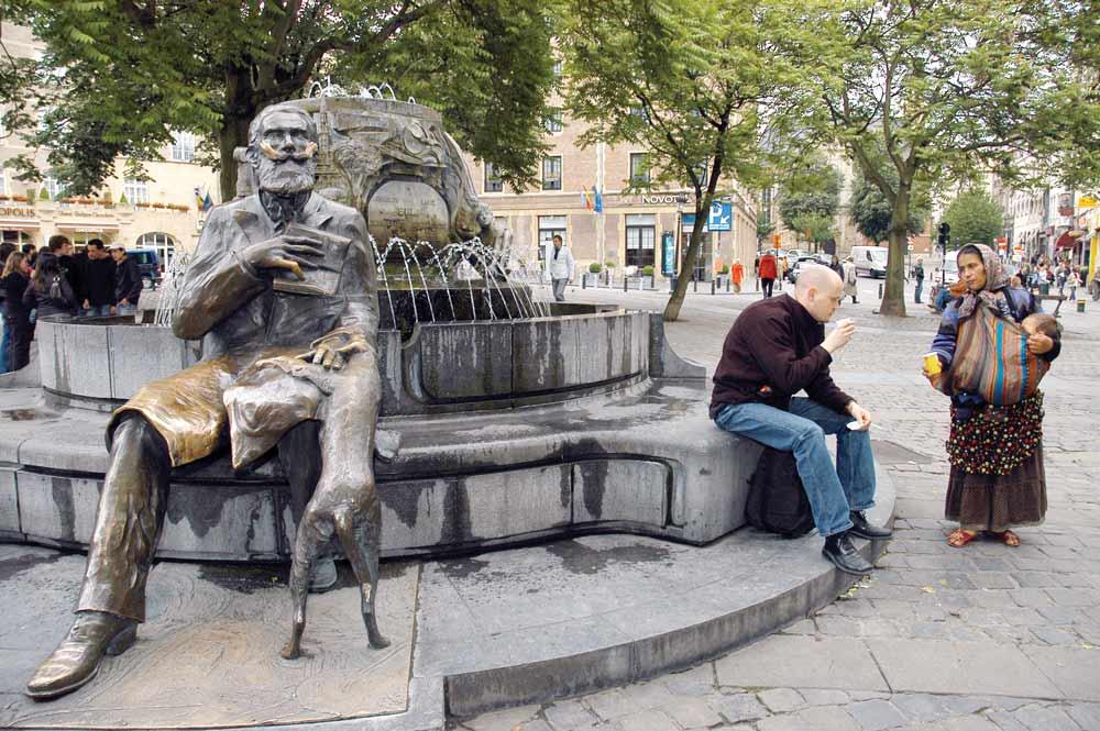 Photo of Köpekli adam heykeli, dilenen kadın ve O'an…