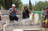 Mezarlar çiçeklerle donatıldı
