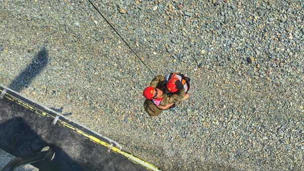 Mahsur kalan turistler helikopterle kurtarıldı