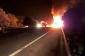 Tır faciası; 2 kişi yanarak öldü
