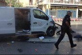 Barcelona'da bir minibüs kalabalığın arasına daldı: 13 ölü