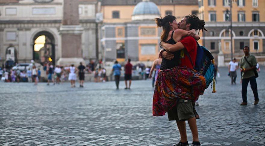 Photo of Dünyanın farklı yerlerinde öpüşen çiftleri yakalayan fotoğrafçı