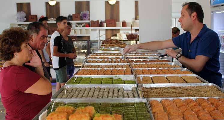 Photo of Petek Pastanesi'nden Akdoğan'a dev yatırım