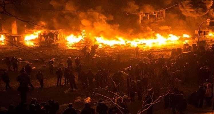 Photo of Ukrayna'da cephanelikte yangın çıktı; 30 bin kişi tahliye edildi
