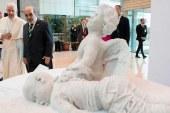 Papa, Aylan bebeğin heykelini tanıttı