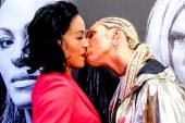 Dövüşçü rakibini dudağından öptü!