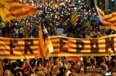 200 bin Katalan sokaklara döküldü