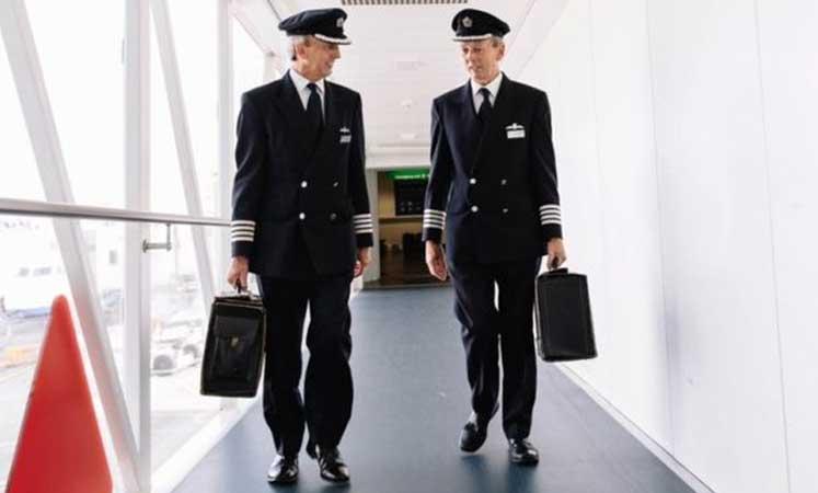 Photo of İkiz pilotlar birlikte emekli oldu