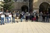 Öğrenciler ölümlü kazayı protesto ediyor