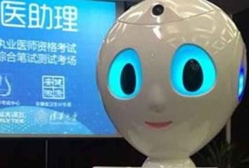 Çin'de bir robot yazılı tıp sınavından geçer not aldı