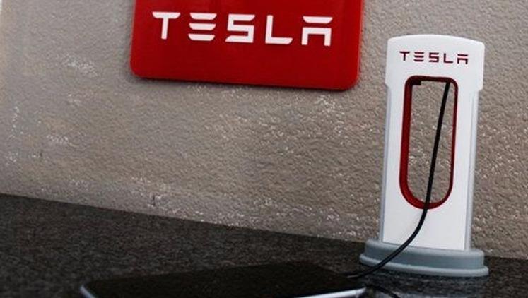 Tesla'dan akıllı telefonlar için şarj hamlesi
