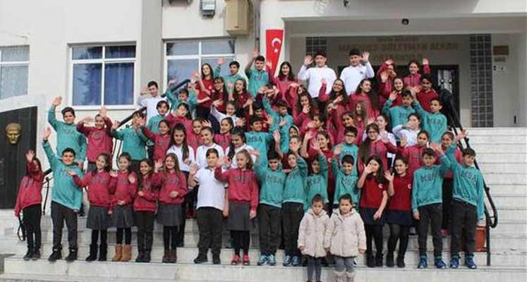 Photo of Bu okulda 33 ikiz, bir üçüz öğrenci var