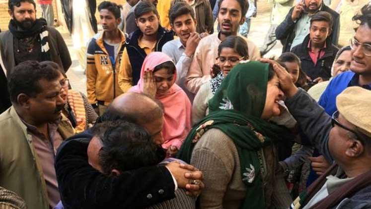 Pakistan'da kiliseye intihar saldırısı: En az 5 kişi öldü