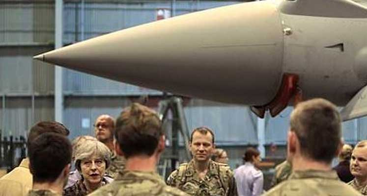 Photo of İngiltere Başbakanı May Ağrotur Üssü'nde