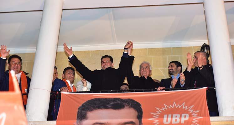 Photo of Eroğlu ve Özgürgün dün akşam balkon konuşması yaptı