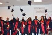 YDÜ Eczacılık Fakültesi mezunları diplomalarını aldı