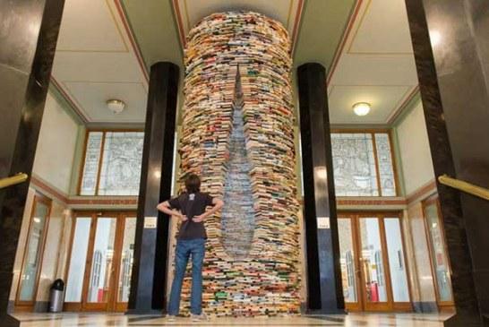 Prag'da dev kitap kulesi