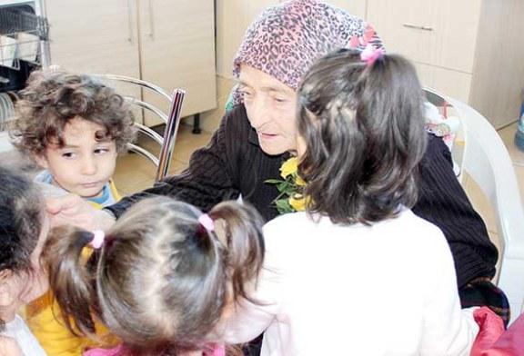 Montessori çocukları yaşlıları sevindirdi