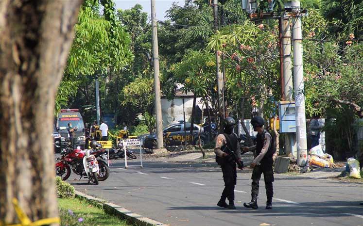 Photo of Endonezya'da bombalı saldırılarda 9 kişi öldü