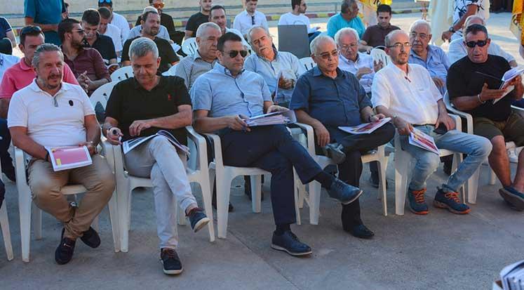 Photo of Asım Vehbi, Çetinkaya Başkanlığını devretti