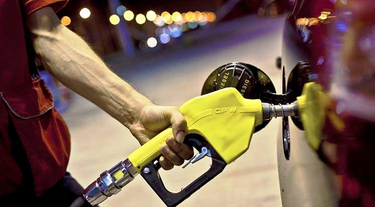 Photo of Türkiye'de benzine 22 kuruş indirim