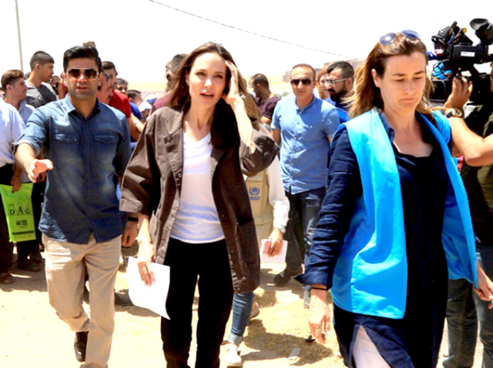 Angelina Jolie Suriyeli evlat edinecek