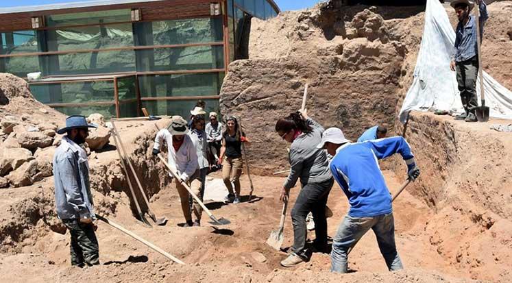 Photo of Heyecanladıran Ayanis'te kazıları sürüyor
