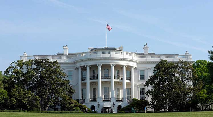 Photo of Virüs Beyaz Saray'da