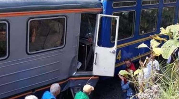 Photo of Peru'da iki tren çarpıştı