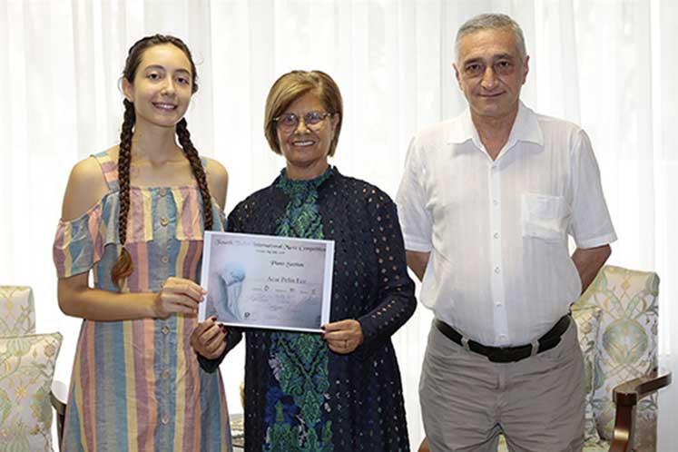 Photo of Akıncı, Uluslararası Piyano Yarışması'nda ödül kazanan Acar'ı ağırladı