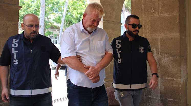 Photo of Üç kişi tutuklandı