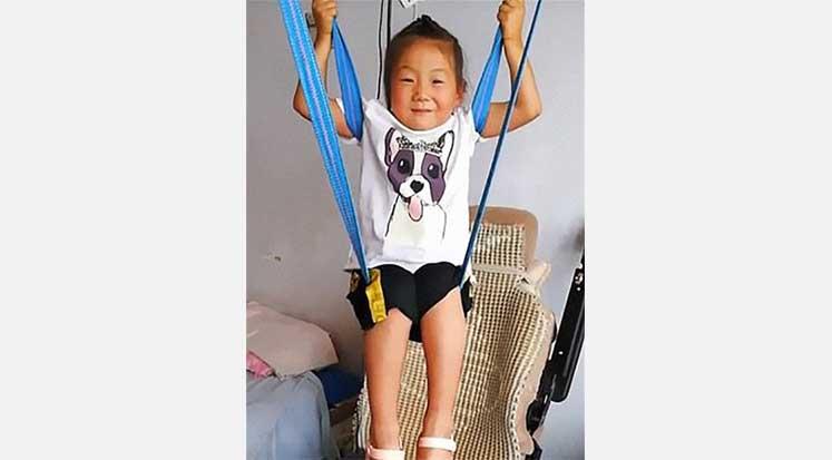 Jia Jia - 6 yaşındaki kız hasta babasına bakıyor
