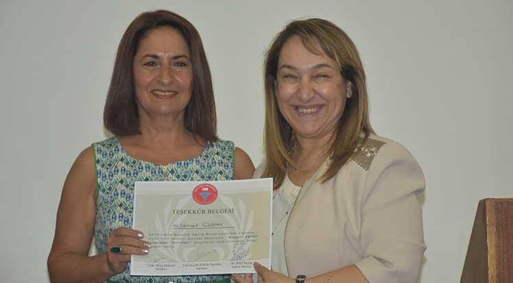 Photo of Eğitmen hemşireler sertifikalarını aldı