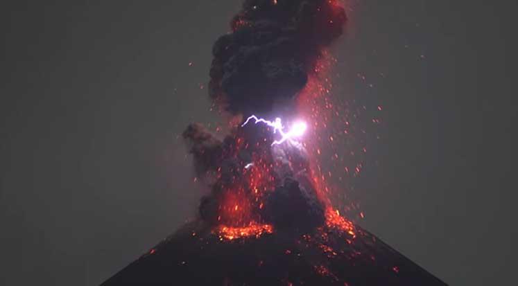 Endonezya Krakatau Yanardağ