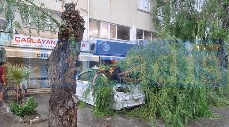 Photo of 2 saat yağdı, ortalığı birbirine kattı