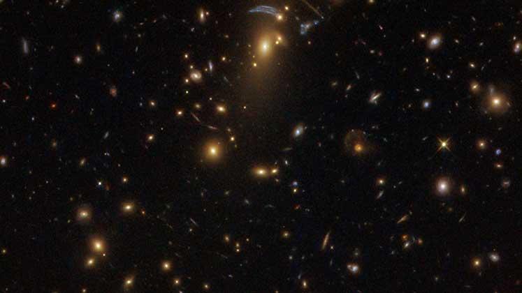 Photo of Dev galaksi kümesi, Hubble tarafından görüntüledi