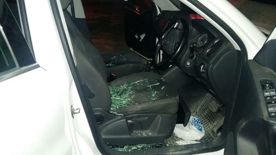Photo of Girne'de vandallık! Aracın camlarını kırıp bıçak çektiler