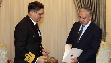 Photo of Cumhurbaşkanı Akıncı, Oramiral Özbal'ı kabul etti