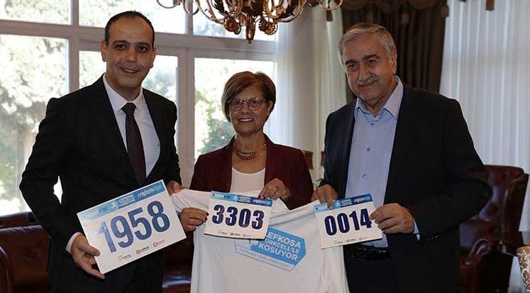Photo of Akıncı ve eşi, Lefkoşa maratonu'na katılacak