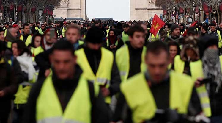 Sarı Yeleklerin protesto ettiği akaryakıt zamları 2019 yılı için iptal edildi